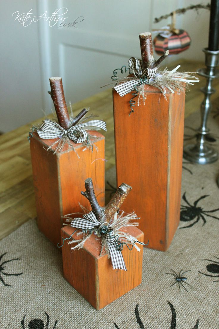 Block Pumpkins - Halloween decorations made from pallet wood.
