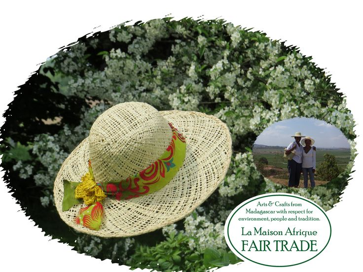 Fair Trade sunhat handcrafted of sun-dried, nature-white raffia palmleaves. Find out more about the hat and the women artisans in rural Africa on La Maison Afrique FAIR TRADE website.
