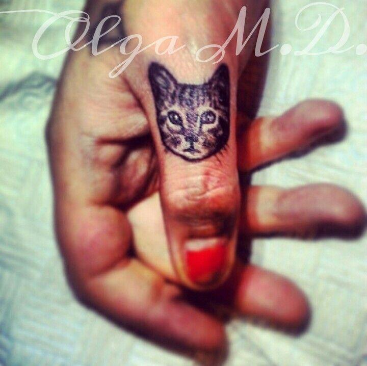 Кот на пальцах тату