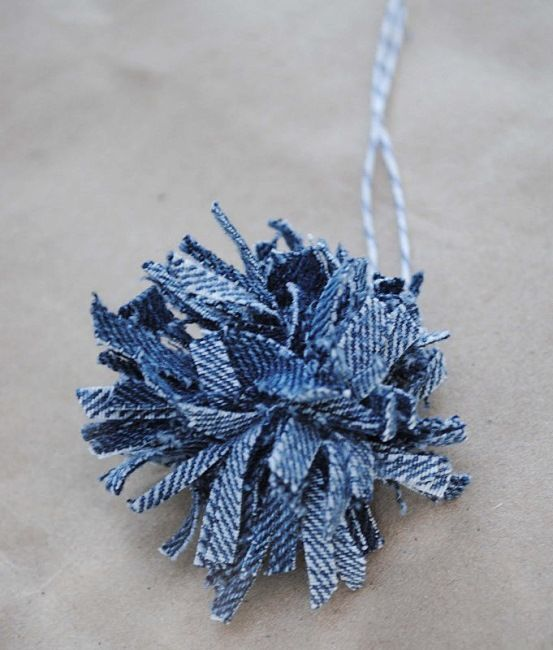 Denim Pom Poms Made from Old Jeans...how to...