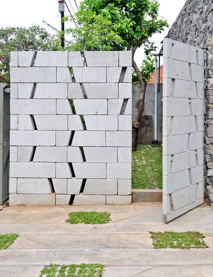 Pagar dari Beton Ringan di Rumah Kontemporer