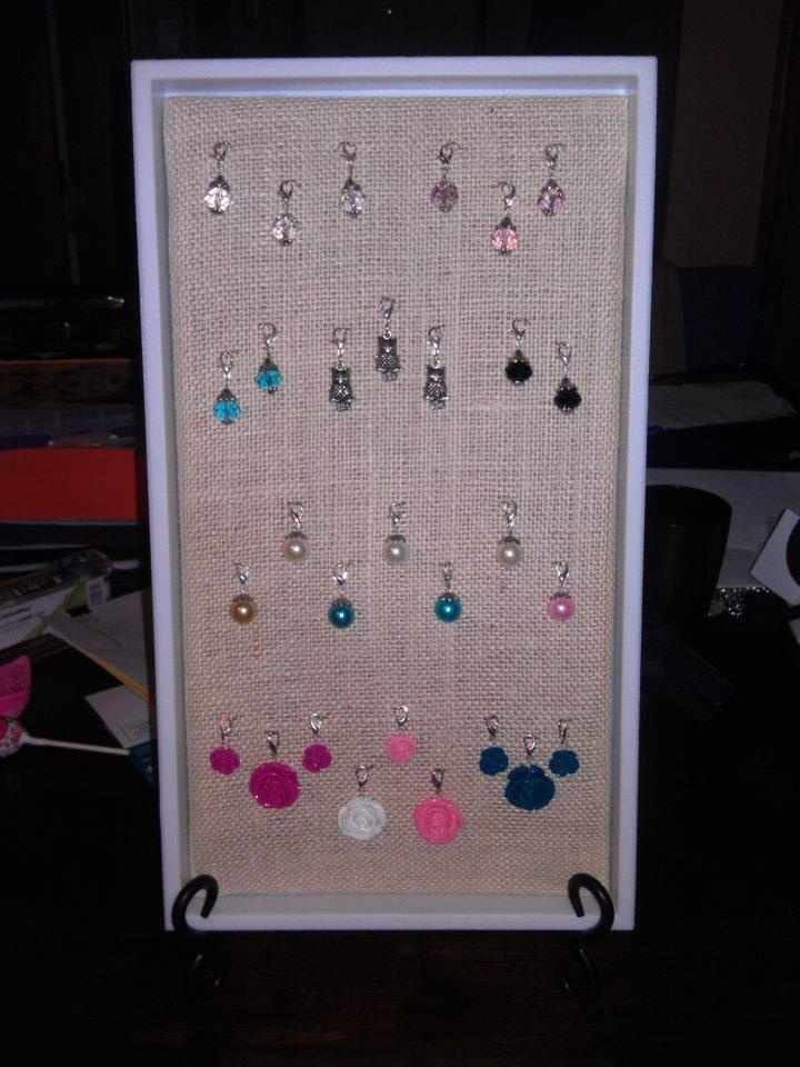 Another great way to display your dangles, I love that there's room to add! | http://loveablelockets.com | Credit Reference: http://www.wahm.com/forum/origami-owl-jewelry-470/681893-origami-owl-white-linen-tray.html