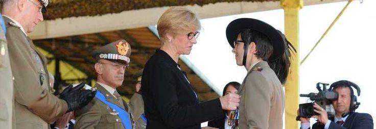 Medaglia d'oro alla soldatessa mutilata in afghanistan: