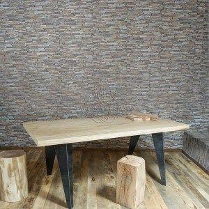Tavolo di design italiano in legno massello di pino o castagno e gambe in ferro