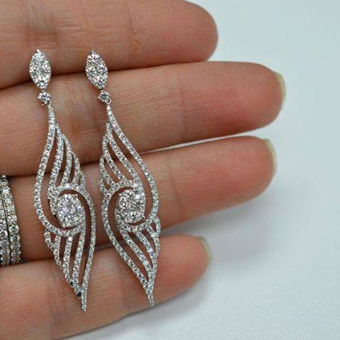 A Bare Neck, Big Earring Effect is Popular !! www.dealdiamonds.com.au #diamond #earring