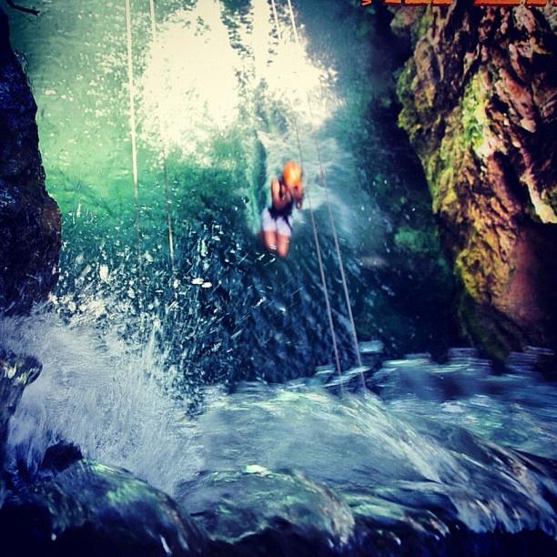When you are about to reach the waterfall zip lines, get in a little ball position, put up your feet and lean back for more of a splash. ;) // Cuando estés a punto de llegar a la cascada de las tirolesas, hazte bolita, sube tus pies e inclínate hacia atrás para levantar más agua. ;): Your Feet, Inclínat Hacia, Atrá Para, Hacia Atrá, Travel Tips, Of The, Cascade, Para Levantar, Levantar Más