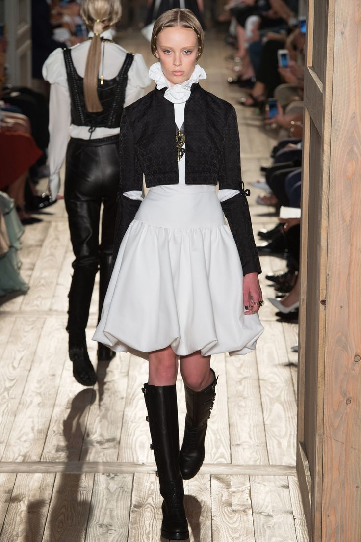 Valentino Haute Couture Fall/Winter 2016-2017 17