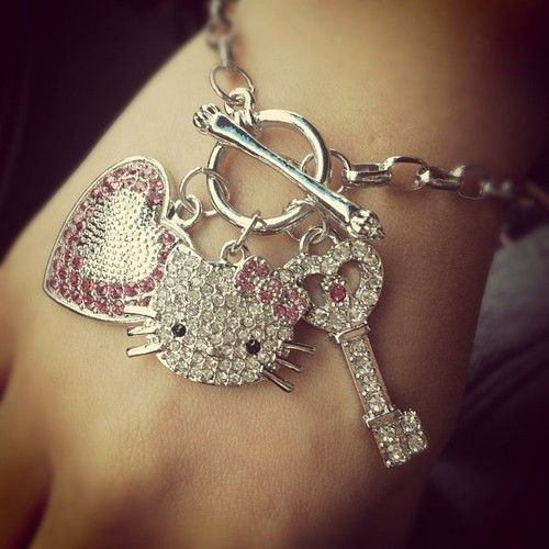 Omg I love this charm bracelet especially because it has a key on it! Love hello kitty and keys!!