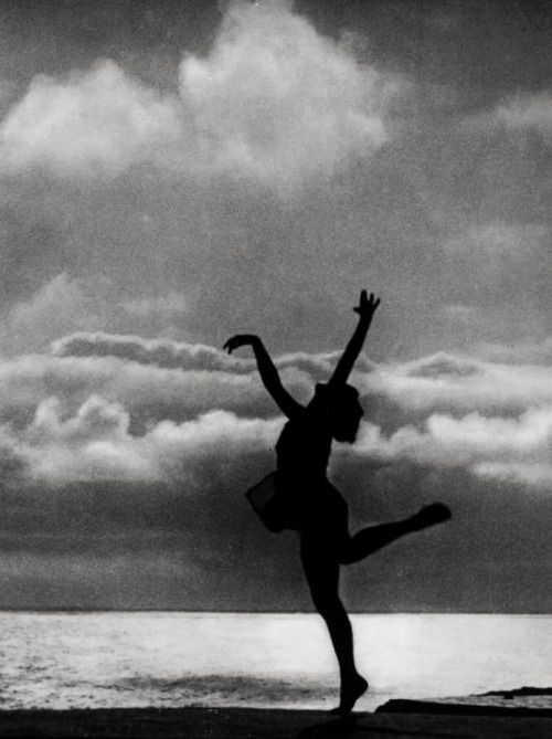 """Leni Riefenstahl's """"Dance to the Sea"""" in The Holy Mountain (1926, dir. Arnold Fanck)"""