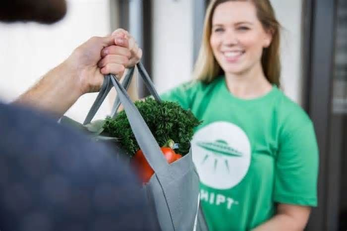Shipt To Offer Delivery From Publix In Spartanburg, South Carolina Shipt, an online grocery marketplace, will begin delivering groceries and household items from Publix stores to Spartanburg ... who sign up prior to launch will receive $25 off their first order. Founded in Birmingham, Alabama, in 2014, Shipt's ...