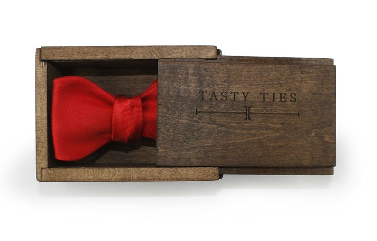 Tie a Negroni around your neck with this chic bowtie by Tasty Ties #NegroniWeek