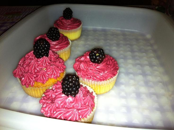 Cupcakes con frosting di mirtilli e limone