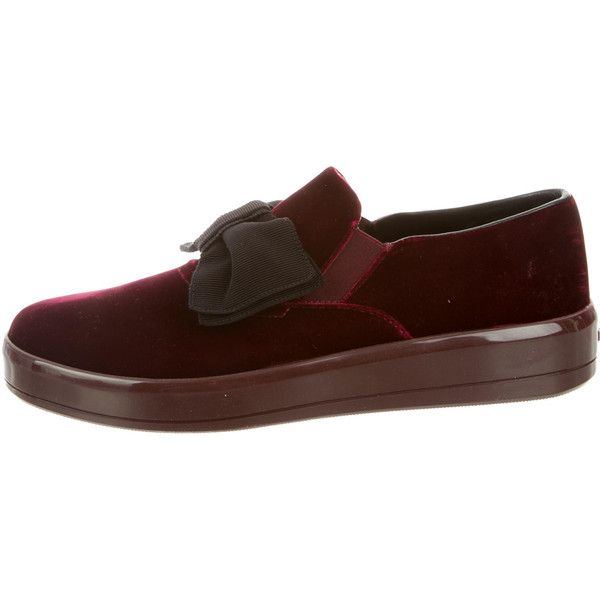 Pre-owned Prada 2017 Velvet Slip-On Sneakers (1 810 PLN) ❤ liked on Polyvore featuring shoes, sneakers, burgundy, burgundy shoes, velvet slip on shoes, burgundy velvet shoes, burgundy sneakers and pull on shoes
