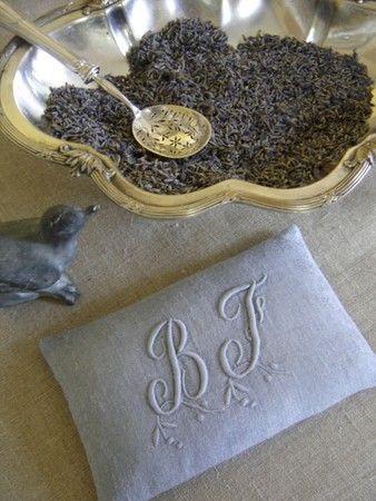 I do love a beautiful sachet of lavender as well as making them. (via esprit champêtre - Page 32 - esprit champêtre)