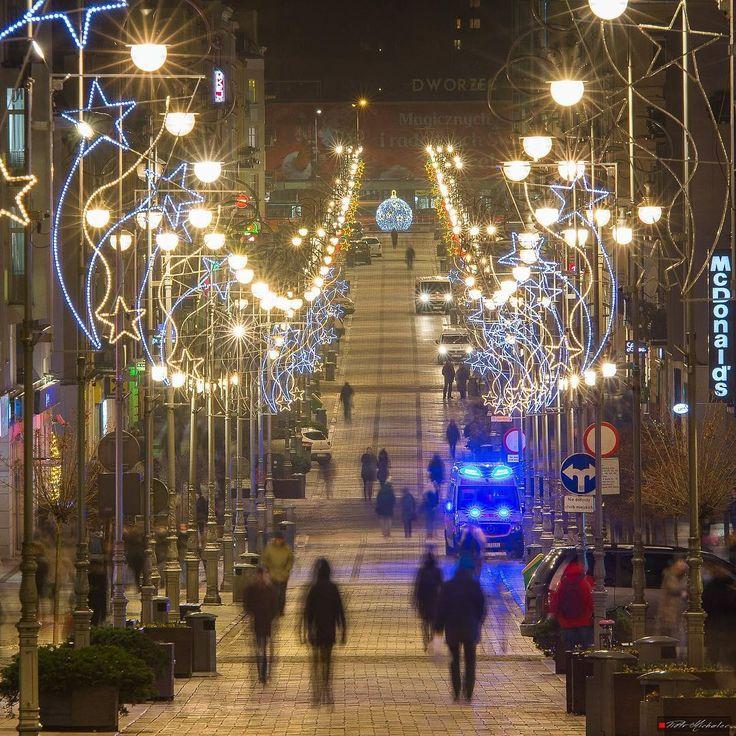 Świąteczna Sienkiewka! #kielce #swietokrzyskie #radioemkielce #spacerpokielcach #świętokrzyskie #pięknekielce #sienkiewka #sienkiewicza #kielcenoca #city #citynights #poland #Polska #igerskielce #igerspoland #kielcepieknesa #instakielce #illuminati #christmas