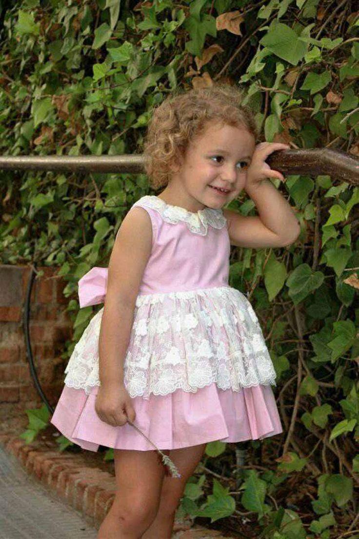 Vestido de niña talle alto en color rosa con puntilla marfil. La Peppa. Vestido niña ideal para ceremonias y ocasiones especiales. #vestidoniñafiesta# #rebajas# #modainfantil#