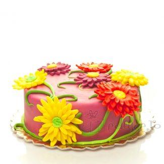 Margarete cochete decoreaza acest tort primavaratec cu o cromatica superba. Te invitam sa-l gusti. Este delicios!