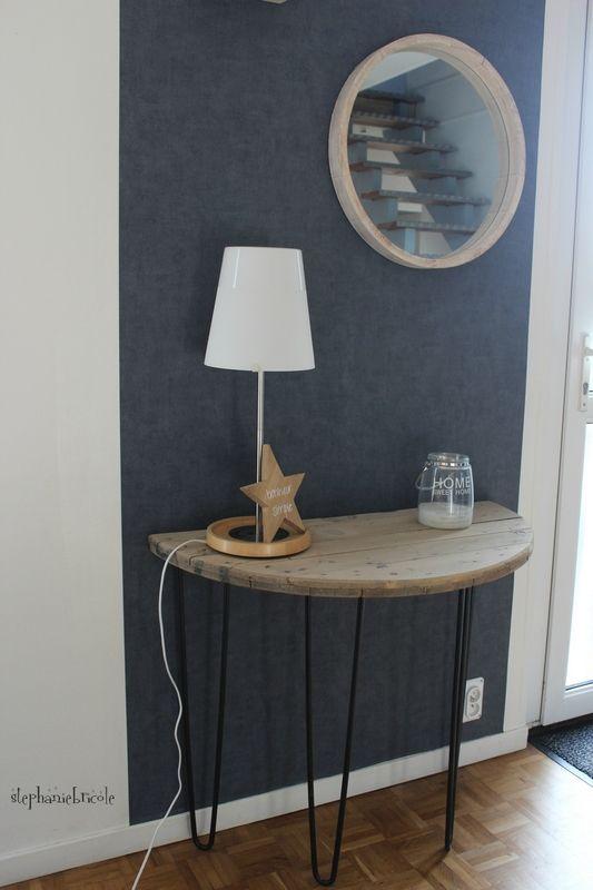 Une console demi-lune avec un touret en bois et des pieds en métal - Stéphanie bricole