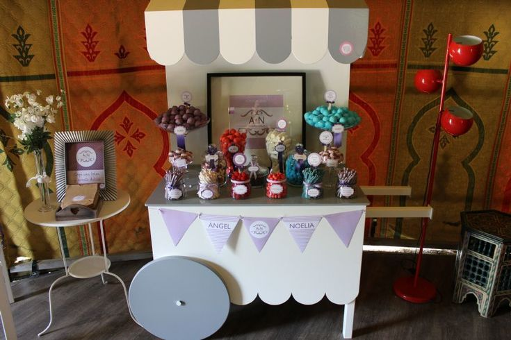 Cómo preparar un carrito de gominolas para una boda - http://decoracion2.com/como-preparar-un-carrito-de-gominolas-para-una-boda/70207/?utm_source=smdeco2&utm_medium=socialclic&utm_campaign=70207 #Carrito_De_Gominolas, #Decorar_Con_Gominolas, #Ideas_Originales_Para_Bodas, #Ideas_Para_Bodas