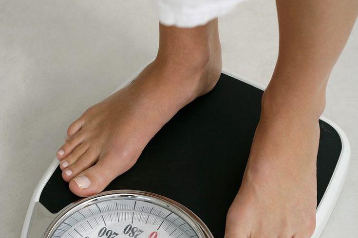 ¿Cuánto peso puedes perder solo disminuyendo tu consumo de calorías y caminando?. Puedes perder una cantidad considerable de peso caminando y disminuyendo calorías. Pero para tener resultados permanentes, no querrás perder más de 1 a 2 libras por semana. Idealmente, querrás recortar de 250 a 500 ...