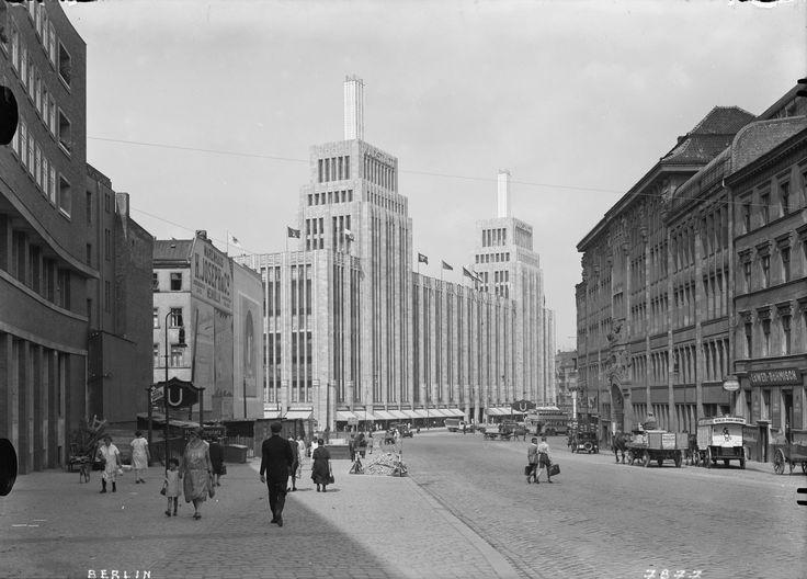 Karstadt am Hermannplatz. Berlin, 1930. o.p.