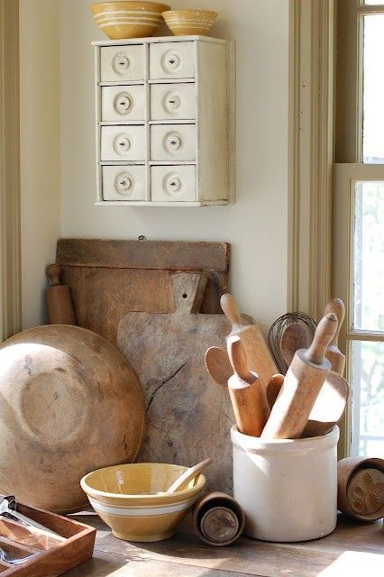 I collect antique kitchen items like these for my Umbrian farmhouse. LOVE them!