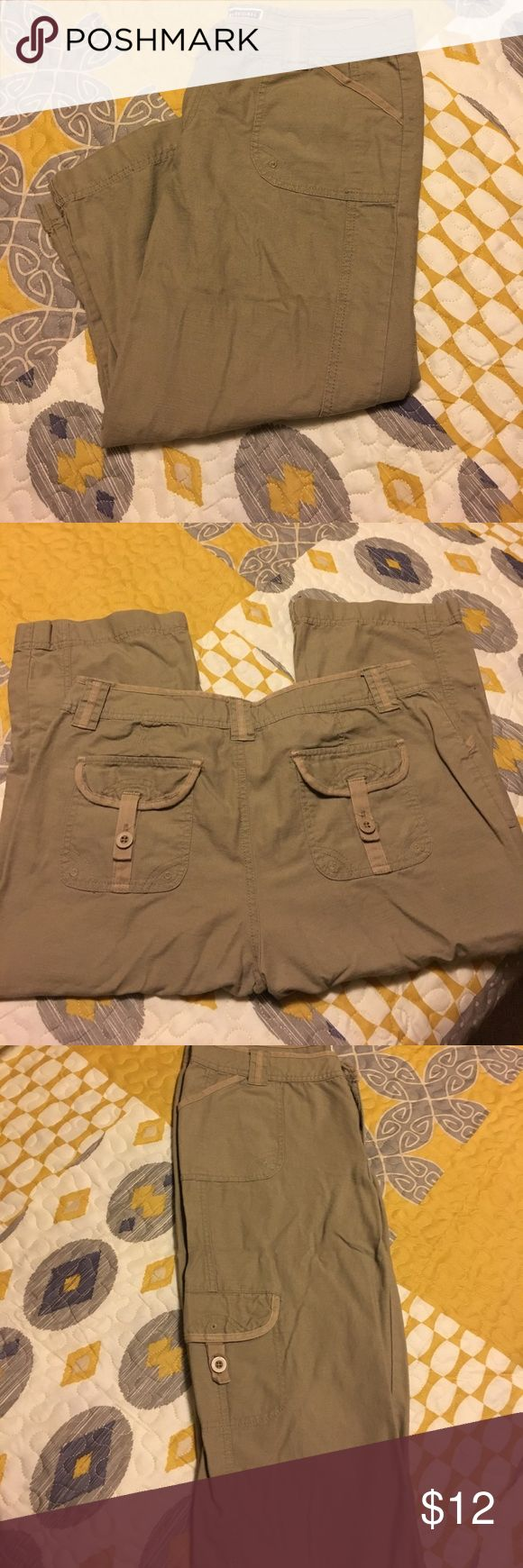 """Women's khaki capris pants 100% cotton fabric, soft and comfortable material, cargo pocket in one leg side, 2 pockets with buttons in back, 21 1/2 """" inseam, invisible clap closure in front with zipper, comes from a smoke free and pet free home. Route 66 Pants Capris"""