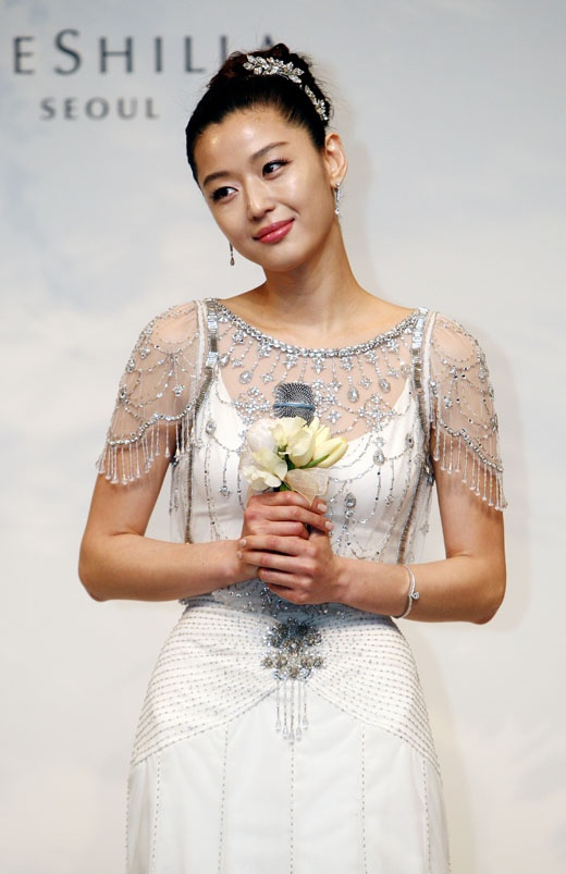 Jun Ji Hyun wore Jenny Packham Dress
