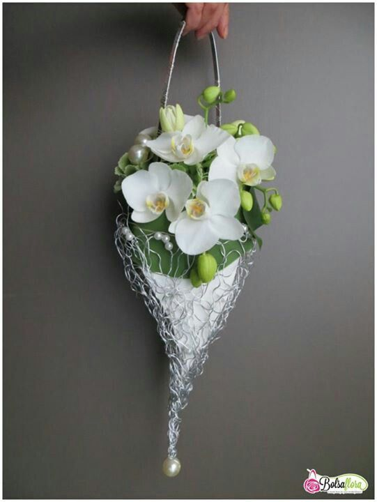 Floral purse #orchids would be lovely for a Mom or Bridesmaid