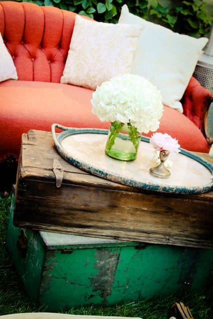 Table Fix: Old Trunks, Colors Combos, Outdoor Seats, Wedding Lounge, Interiors Design, Coff Tables, End Tables, Antiques Trunks, Vintage Sofas