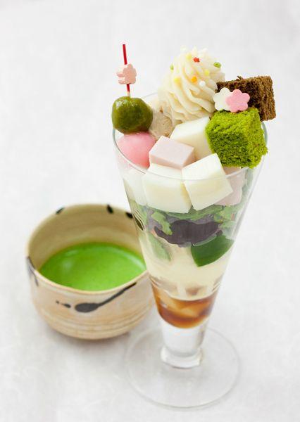 芽ばえ<めばえ> くるみを使ったメープルナッツアイスや、バニラアイス、白小豆といった「白」の食材と、いちごチョコゼリーなどの「桜色」の食材を組み合わせて春の訪れを感じて頂ける パフェを作りました。 御薄茶長久の白と一緒にお召し上がりください。 パフェ単品もございます。1,350円