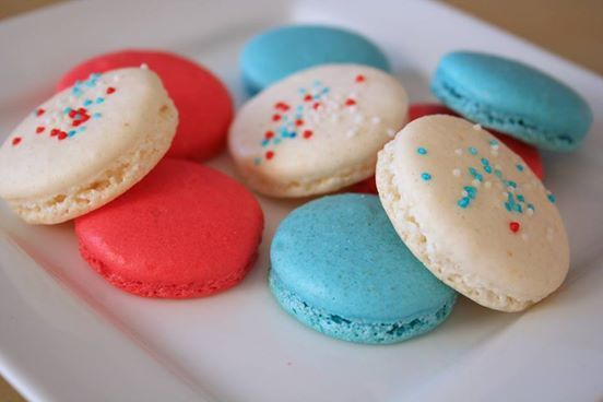 4th of july macarons