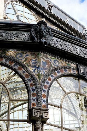 Detalle ornamental del Palacio de Cristal | Madrid