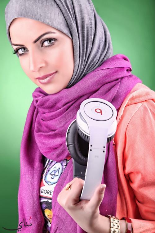 Jilbab segi empat praktis untuk aktivitas padat dan energik