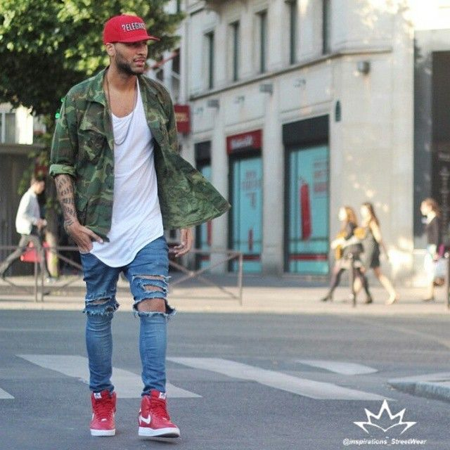 Amazing street style inspiration by our friend @stephanethakid ... @champaris75