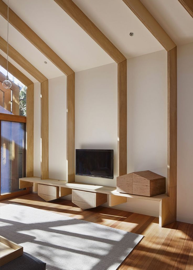 Деревянные балки и потолок кессон