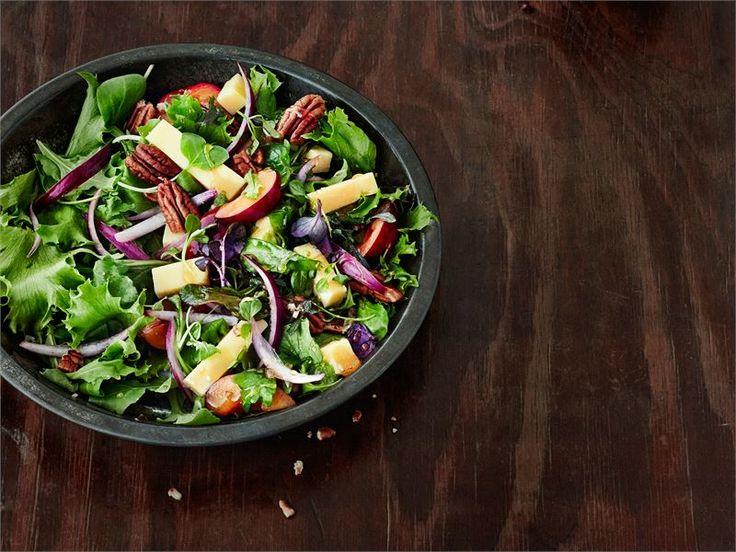 Hedelmäinen Salaneuvos juustosalaatti