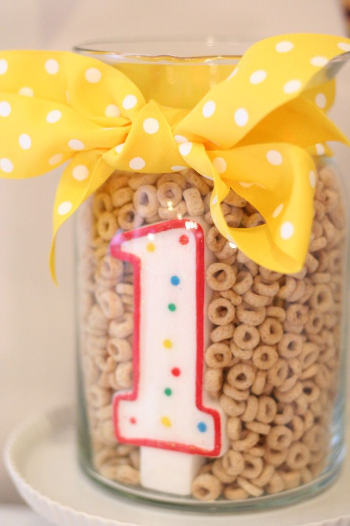 First Birthday Cheerios Party - Cute center piece!