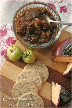 Spicy green tomato & apple #chutney #recipe - for those late season #tomatoes that just won't ripen! - www.cooksister.com