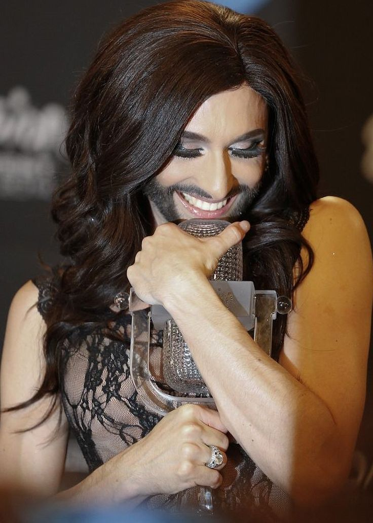 Conchita Wurst and celebrities with beard. 13 PHOTOS ... if it became fashionable (ladies with beard and mustache), we would see the   following.  http://softfern.com/NewsDtls.aspx?id=936&catgry=11