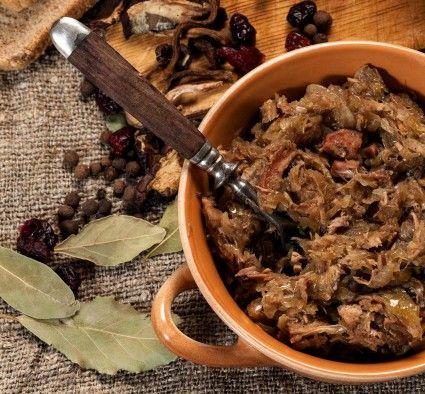 """Pomysł na danie, które niezwykle apetycznie opisuje w listopadowym """"Łowcu Polskim"""" Grzegorz Russak, przychodzi zawsze jesienią. Prawdziwy bigos był i pozostaje nadal chlubą naszej kuchni."""