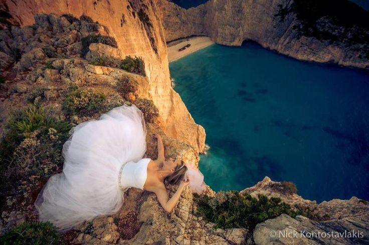 ślubna sesja fotograficzna w terenie Zatoka Wraku, Navagio Bay, Zakynthos location photoshoot