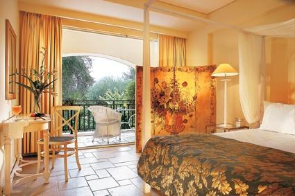 Deluxe Bungalow master bedroom