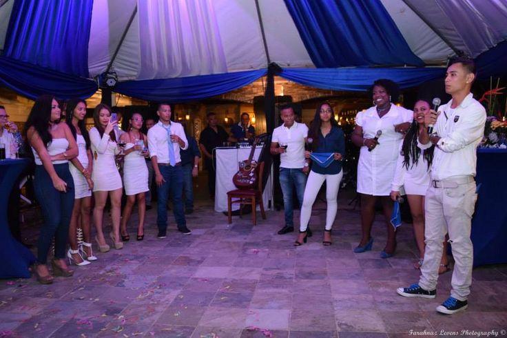 Optreden Alembo medewerkers, feest 10-jarig bestaan Alembo, Paramaribo Suriname.