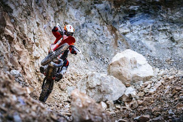 2018 KTM 250 300 EXC TPI Dirt Bikes 2 Stroke - 4Riders Και Μοτοσυκλέτα