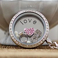 ANNIVERSARY LOCKET