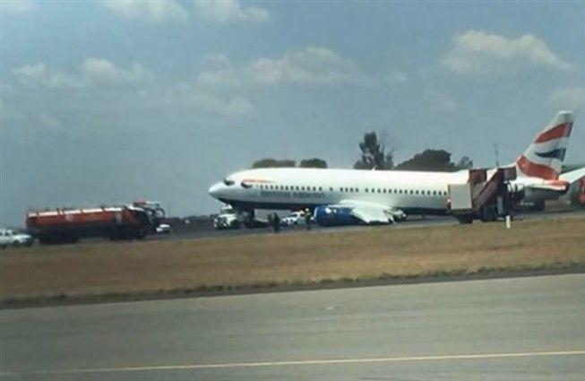 Avião desliza na pista após falha no trem de aterragem - JN