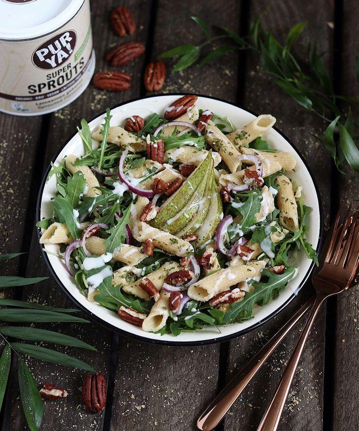 rucola pasta salad with pear, pekan nuts and yogurt dressing