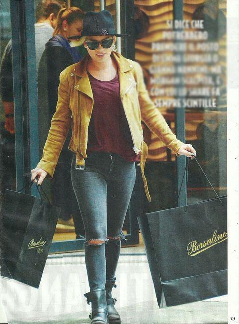 Emma Marrone shopping sfrenato a Milano per Natale