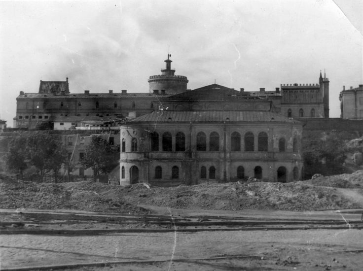 Lublin Maharshal Synagogue before its destruction in 1943, the Jewish quarter around the Castle has been destroyed.